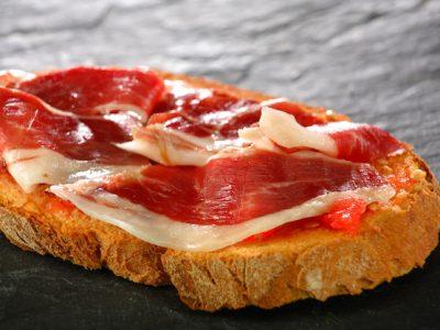 Tostada con tomate y jamón
